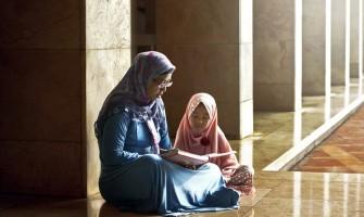 Hijab di Indonesia: Sejarah dan kontroversinya